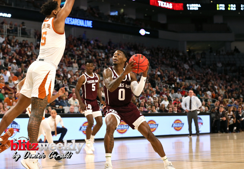 Texas-vs-Texas-AM-NCAABB-28