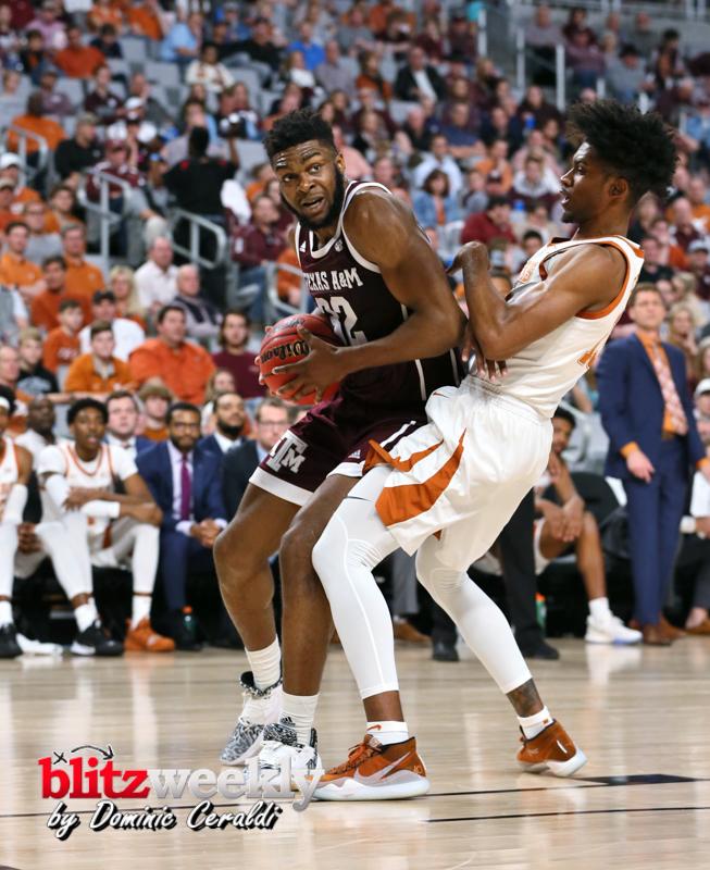 Texas-vs-Texas-AM-NCAABB-37