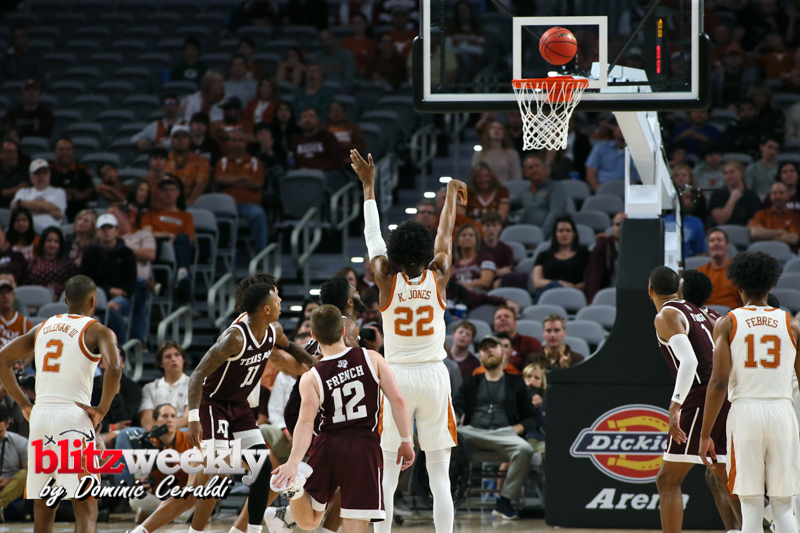 Texas-vs-Texas-AM-NCAABB-64